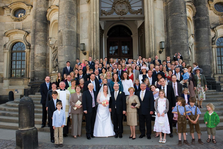 Ziemlich Schwarze Und Rote Kleider Hochzeit Zeitgenössisch ...